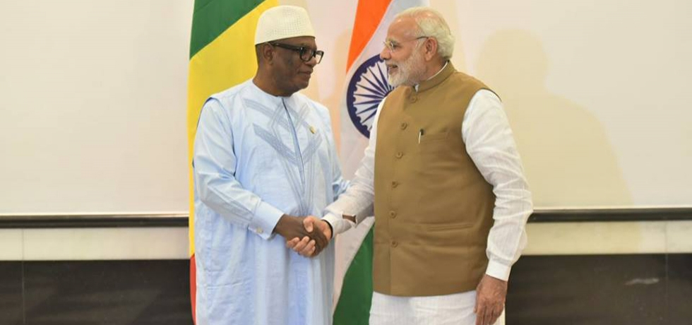 Hon'ble President of Rep of Mali with Hon'be Prime Minister of India during ISA Founding Conference - 11 March 2018